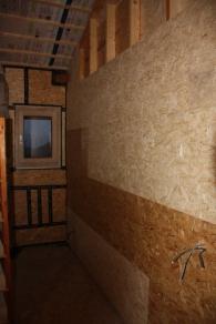 Muur slaapkamer isoleren en afwerken.